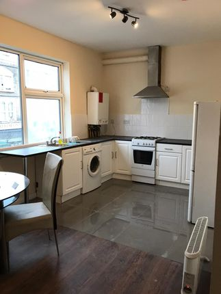 Thumbnail Flat to rent in Green Lane, Ilford