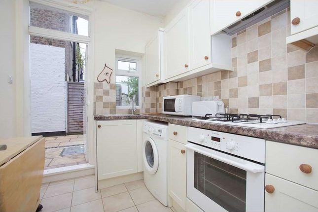 4 bed town house to rent in Lefroy Road, London