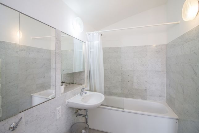 Thumbnail Flat to rent in Anchorage Point, Cuba Street, Canary Wharf E14, London,