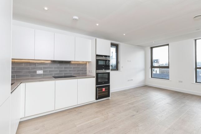 Thumbnail Flat for sale in Wentworth Street, London