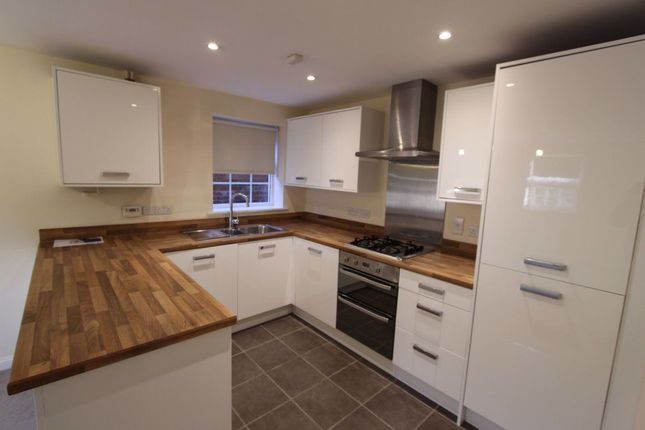 2 bed flat to rent in Horse Fair Lane, Rothwell, Kettering NN14