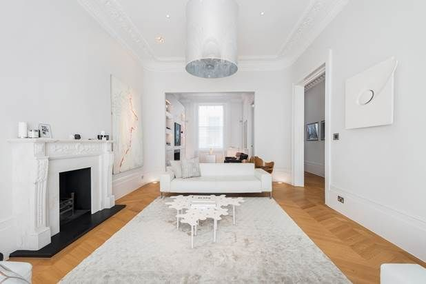 Thumbnail Flat for sale in Queen's Gardens, London