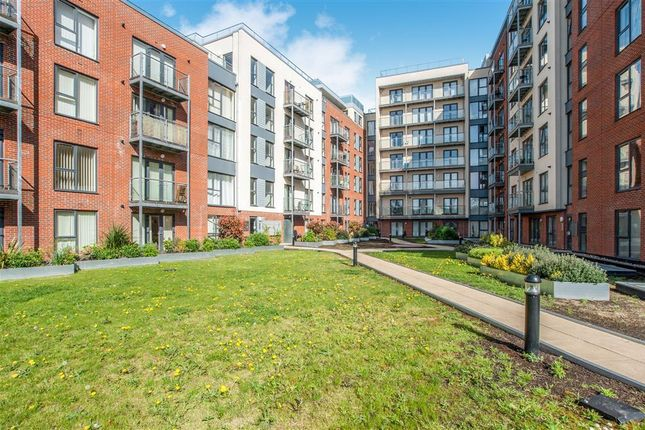 Thumbnail Flat to rent in Midland Road, Hemel Hempstead