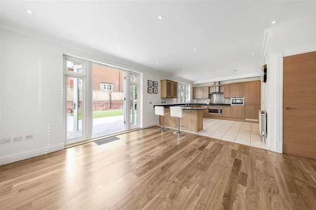 Thumbnail Semi-detached house to rent in Arcadian Place, London