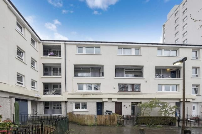 Thumbnail Maisonette for sale in Strathcarron Place, Maryhill, Glasgow