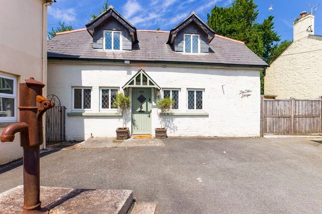 Thumbnail Cottage for sale in Church Road, Penryn
