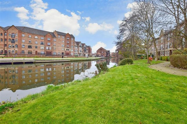 Thumbnail Flat for sale in Mortley Close, Tonbridge, Kent