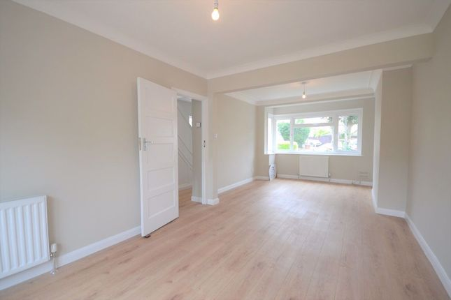 3 bed property to rent in Grosvenor Close, Chelmsford CM2
