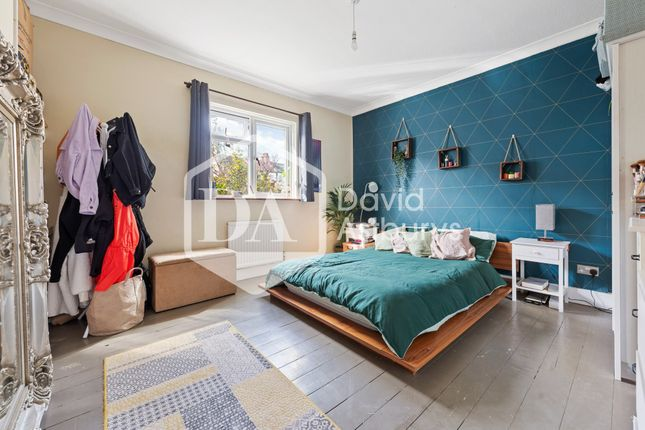 2 bed semi-detached bungalow to rent in Lytton Avenue, Palmers Green, London N13