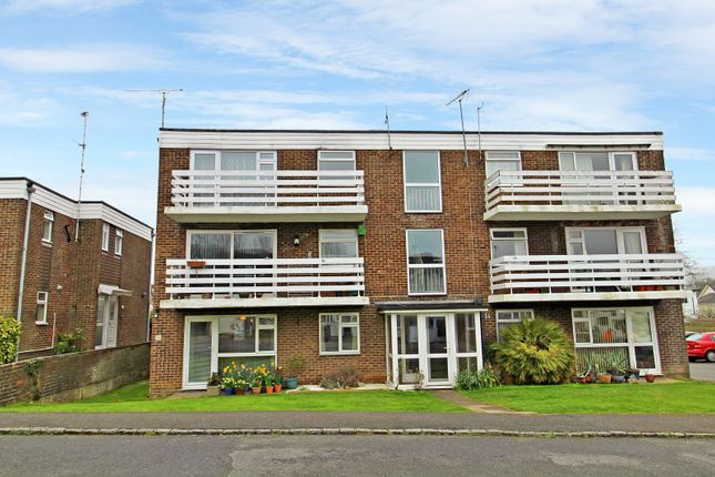 2 bed flat to rent in St Annes Gardens, Hassocks
