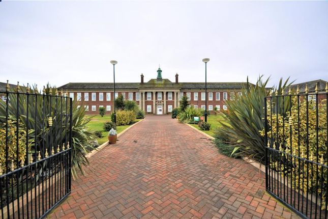 1 bed flat to rent in Queens Manor, Clifton Drive South, St Anne's, Lytham St Anne's