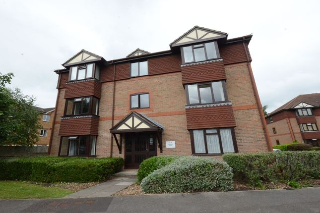 2 bed property to rent in Chestnut Close, Fleet