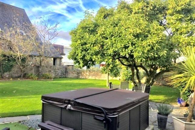 Garden & Hot Tub