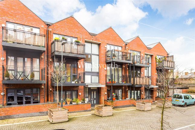 Thumbnail Flat for sale in Leverton Close, London