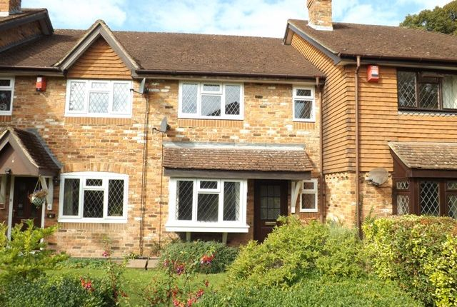 Thumbnail Terraced house to rent in High Street, Nutfield