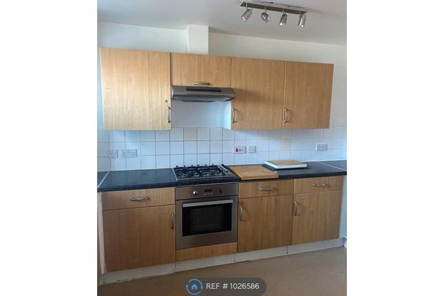 2 bed flat to rent in Archibald Close, Enfield EN3