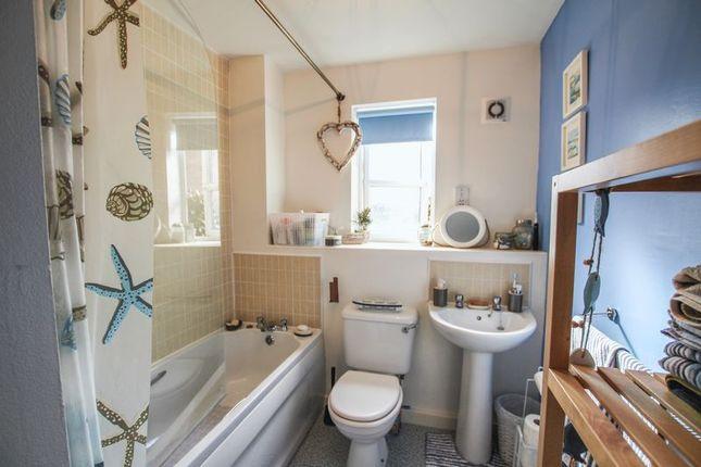 Bathroom of Spinnaker Close, Ripley DE5