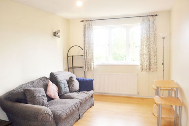 Thumbnail Flat to rent in Harewood Terrace, Southall, Middlesex