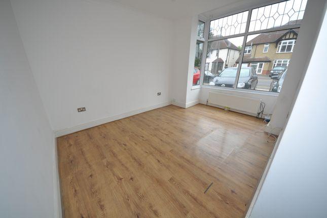 Thumbnail Flat to rent in Heath Park Road, Romford Essex