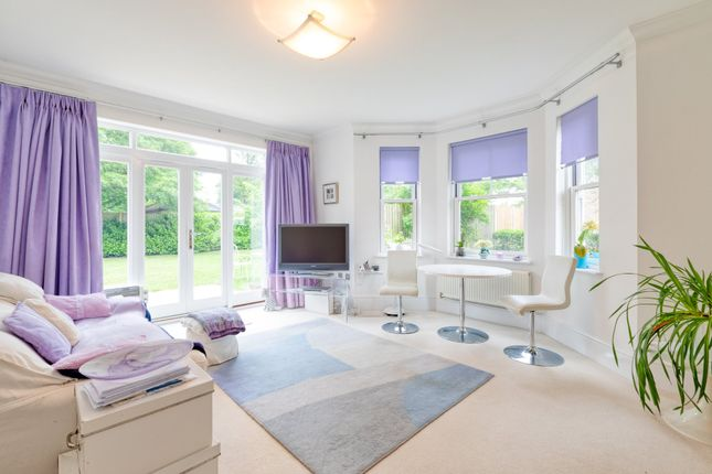 Living Room of Shaftesbury Drive, Fairfield, Hitchin SG5