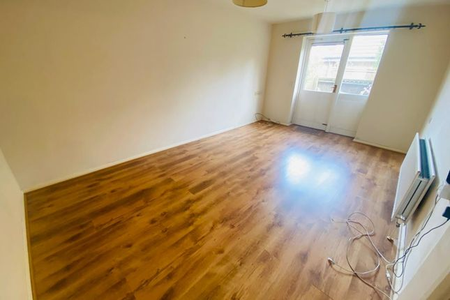 Thumbnail Flat to rent in 16 Penard Road, Southall, Greater London