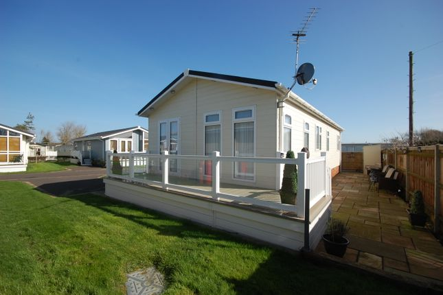 Thumbnail Mobile/park home for sale in Pebble Beach Park, Warners Lane, Selsey
