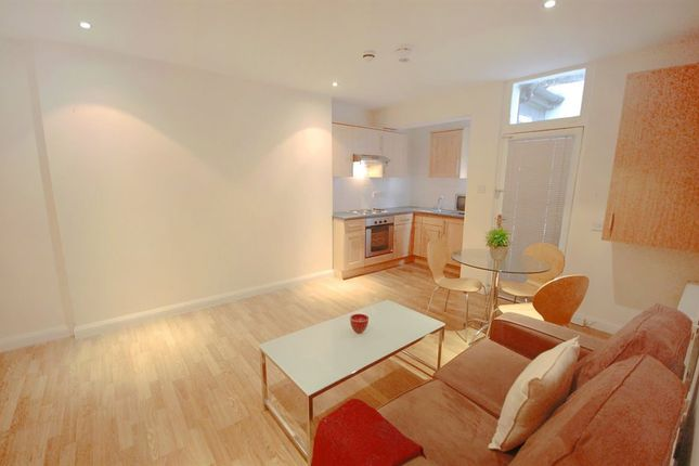 Flat to rent in Courtfield Gardens, South Kensington