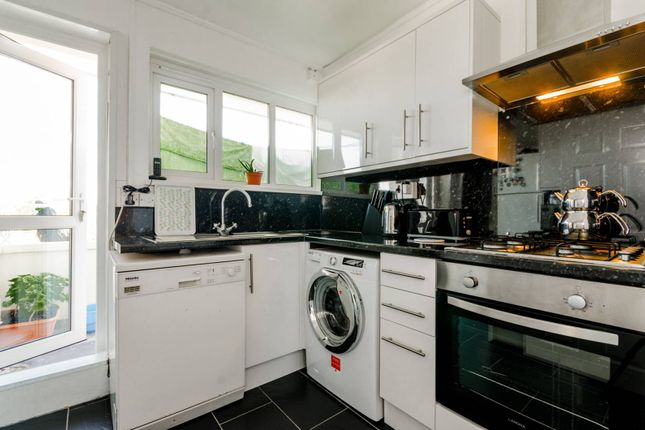 Thumbnail Flat for sale in Sparsholt Road, Stroud Green