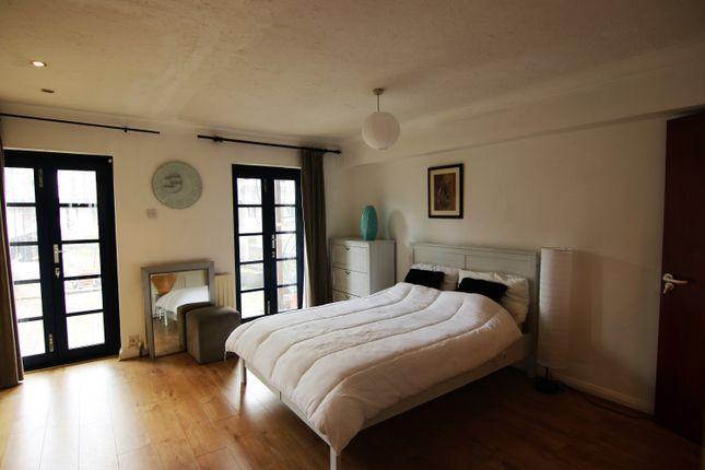 Thumbnail End terrace house to rent in Lovegrove Walk, Canary Wharf