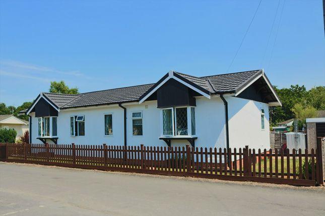 2 bed mobile/park home for sale in Wyatts Covert, Denham