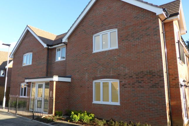 2 bed flat for sale in Fuggles Close, Lenham Road, Headcorn