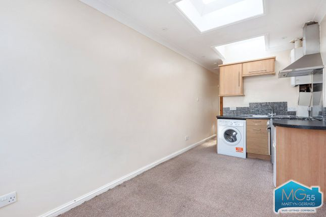 Thumbnail Flat to rent in Hale Grove Gardens, London