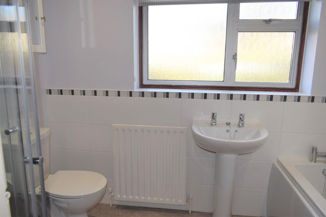 Family Bathroom of Halloughton Road, Southwell NG25
