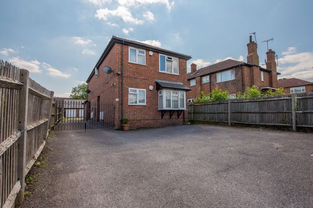 Thumbnail Flat to rent in Henry Road, New Barnet, Barnet