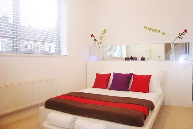 Thumbnail Property to rent in Compton Terrace, Hermitage Road, London
