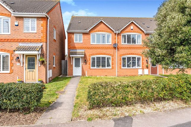 Thumbnail 3 bed town house for sale in Upper Church Street, Syston, Leicester