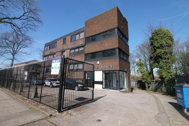 Thumbnail Flat to rent in Lostock Road, Urmston, Manchester