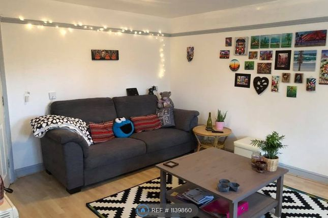 2 bed flat to rent in Scholars Court, Northampton NN1