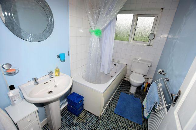 Bathroom of Maple Close, Barry CF62
