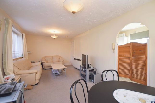 Thumbnail Flat for sale in Orchard Grove, London