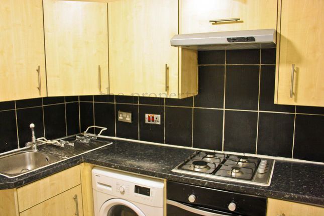 2 bed flat to rent in Parkgate Road, Battersea