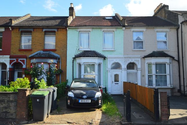2 bed flat to rent in West Green Road, London