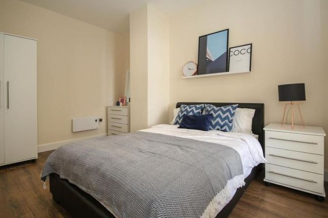 Flat to rent in Queen Avenue, Dale Street, Liverpool