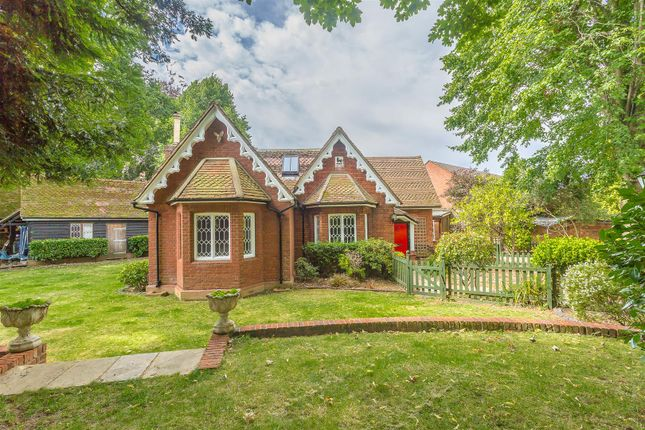 Thumbnail Property for sale in Garratts Lane, Banstead