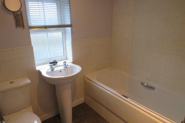 Bathroom of Willowmead Close, Scunthorpe DN15
