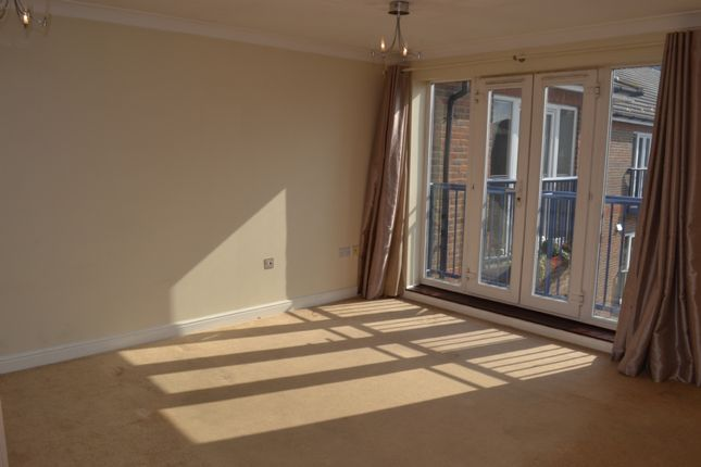 2 bed flat to rent in Argent Court, Argent Street, Grays