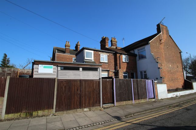 2 bed maisonette for sale in Bierton Road, Aylesbury