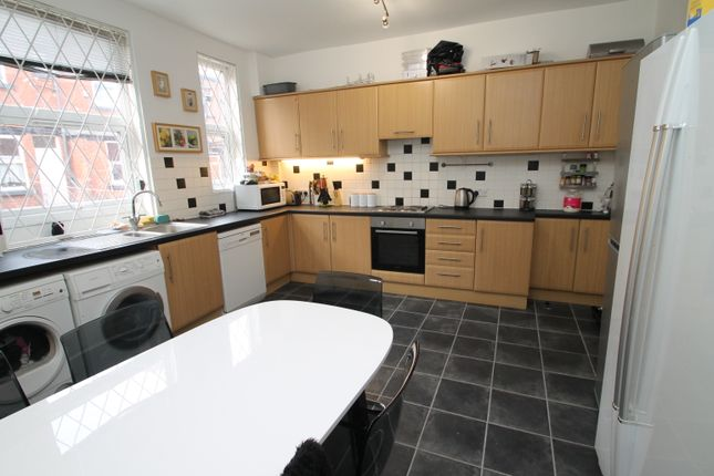 Thumbnail Terraced house to rent in Burchett Grove, Leeds