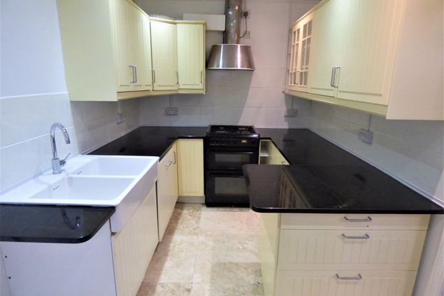 Thumbnail Flat to rent in Marlow Road, London