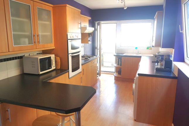 Large Kitchen/Breakfast